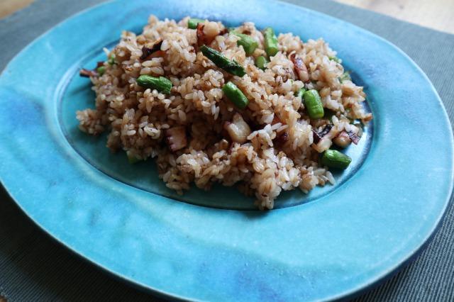 【快腸レシピ】するり麦とタコとアスパラ炒飯